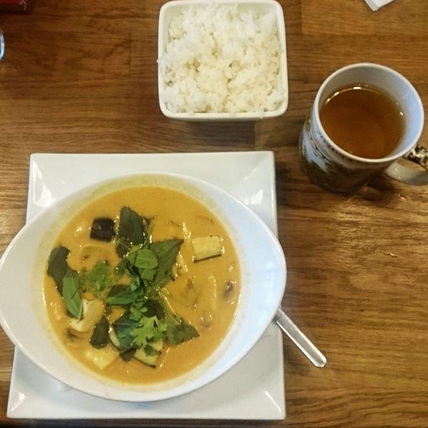 Mmmhm, lecker. Asiatisches Essen mit Caro. Bild: Carolin Neumann