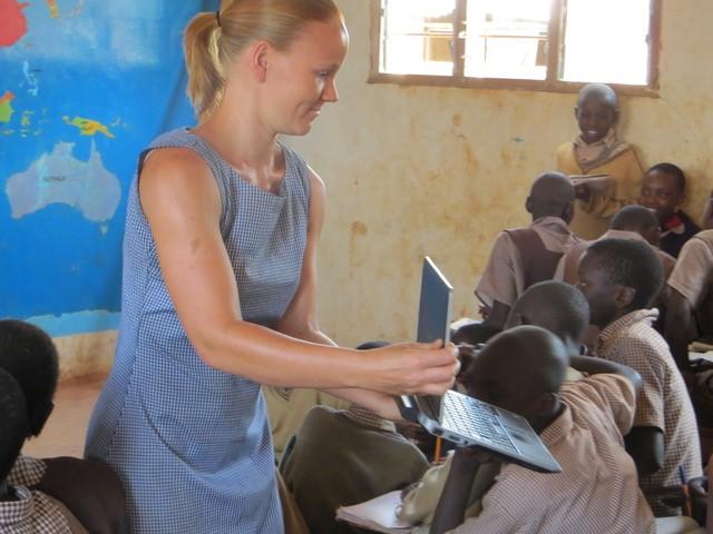 Astrid im Waisenhaus in Kenia. Bild: Dr. Astrid Kühne