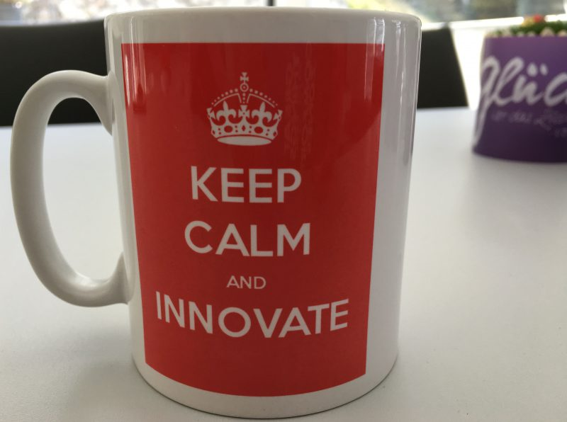"""Keep calm and innovate"". Die Tasse von Pamela Maruschke."