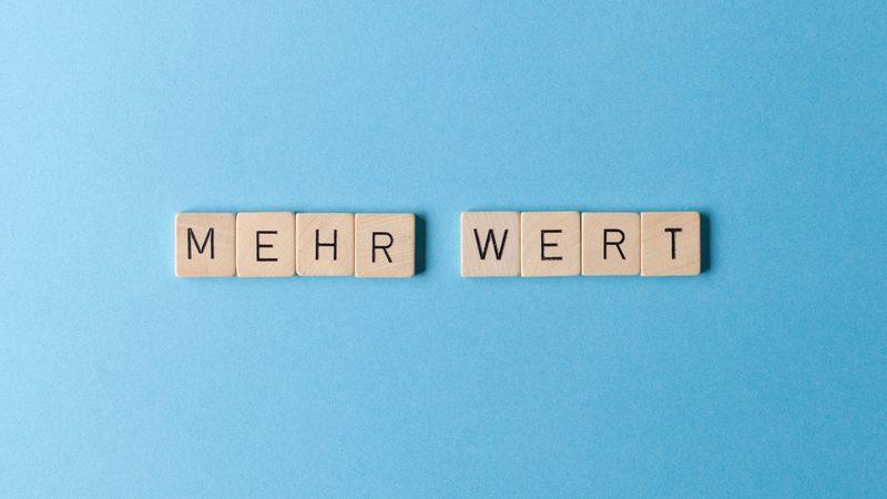 Topgehalt. Bild: Marie Maerz/photocase.de